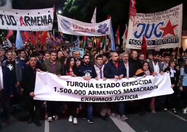 El mundo rememora el genocidio armenio con protestas masivas