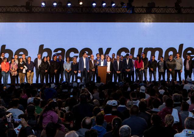 Los festejos del gobernador de Córdoba, Juan Schiaretti, tras su victoria en los comicios provinciales