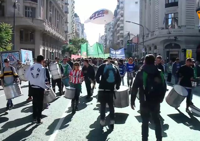 El sector público argentino se rebela contra los recortes de Macri