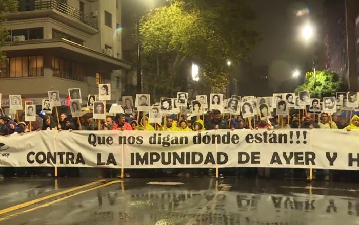Cuando la lluvia esconde lágrimas: la Marcha del Silencio en Uruguay
