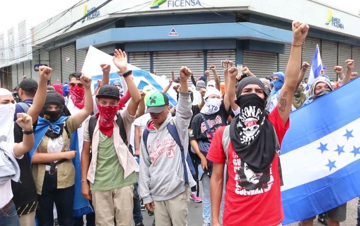 Violentos enfrentamientos estallan en Honduras durante unas protestas contra las reformas