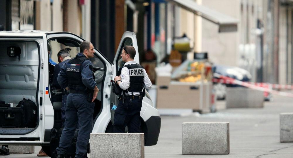 La policía en Lyon, Francia