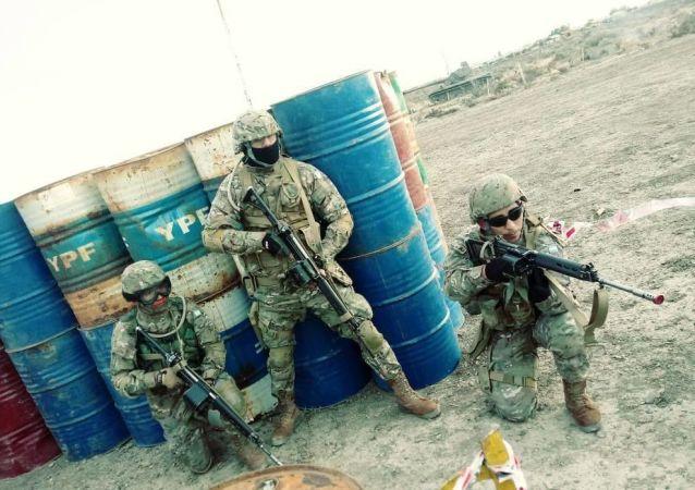 Efectivos del Ejército Argentino durante un ejercicio militar