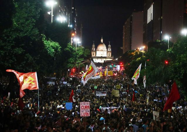 Protestas en Brasil contra recortes a universidades (archivo)
