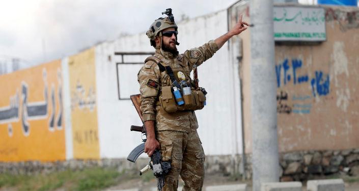 Un policía de Afganistán