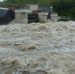 Una presa hidroeléctrica (imagen referencial)