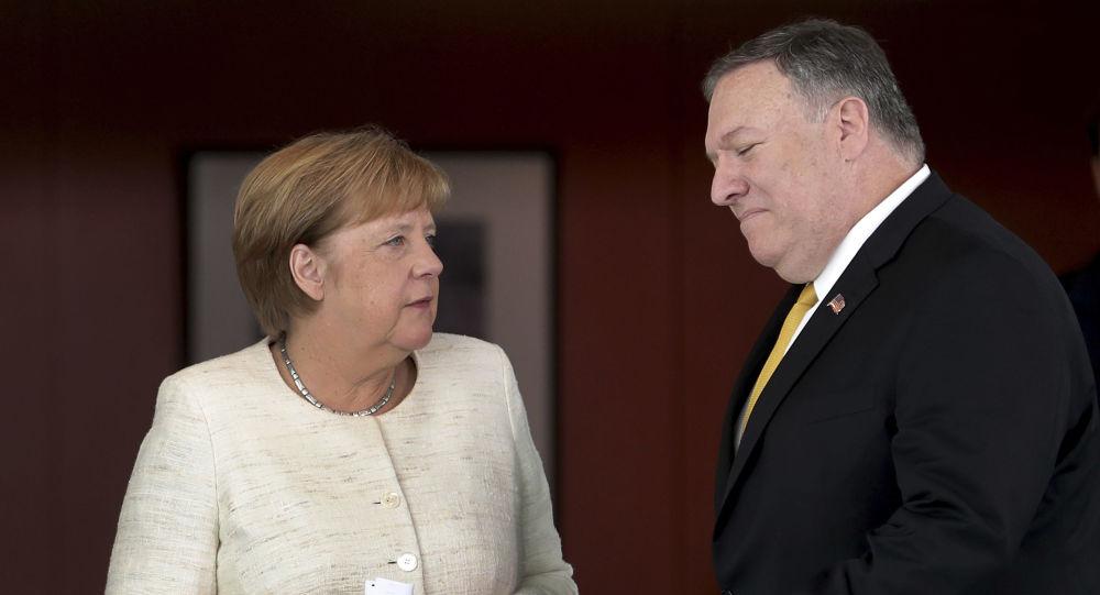 El secretario de Estado de EEUU, Michael Pompeo, y la canciller de Alemania, Angela Merkel
