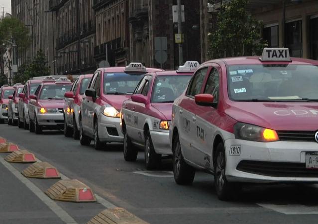 México, paralizado por una huelga de taxis contra aplicaciones como Uber