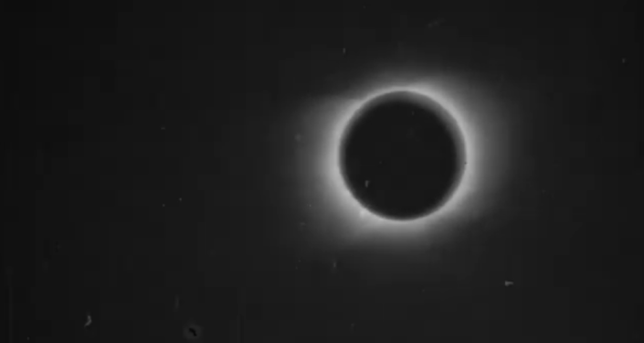 Eclipse solar filmado por Nevil Maskelyne (archivo)