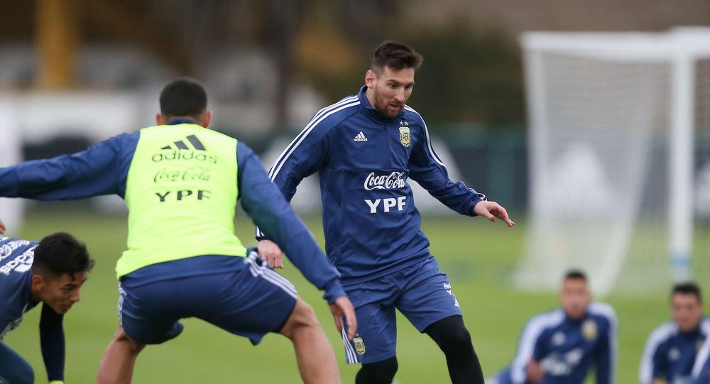 Lionel Messi durante un entrenamiento de la Selección Argentina previo a la Copa América de Brasil