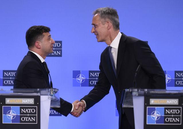 El presidente ucraniano, Volodímir Zelenski, y el secretario general de la OTAN, Jens Stoltenberg