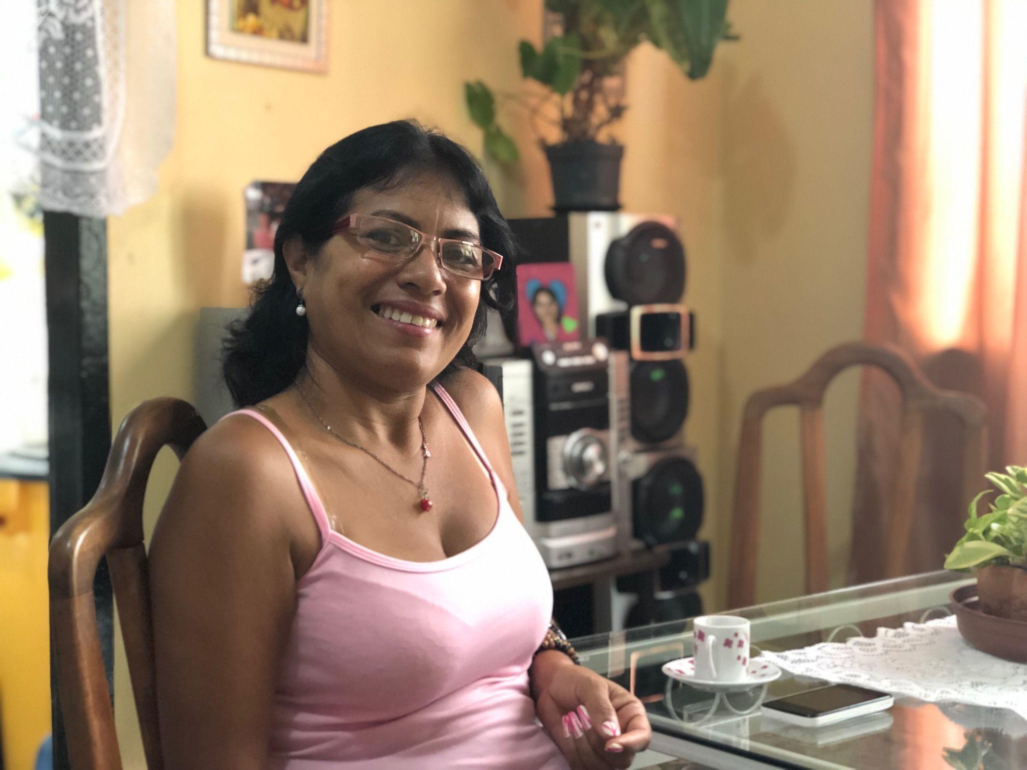 Belkys tiene 50 años y no pierde la sonrisa a pesar de la situación económica que atraviesa Venezuela