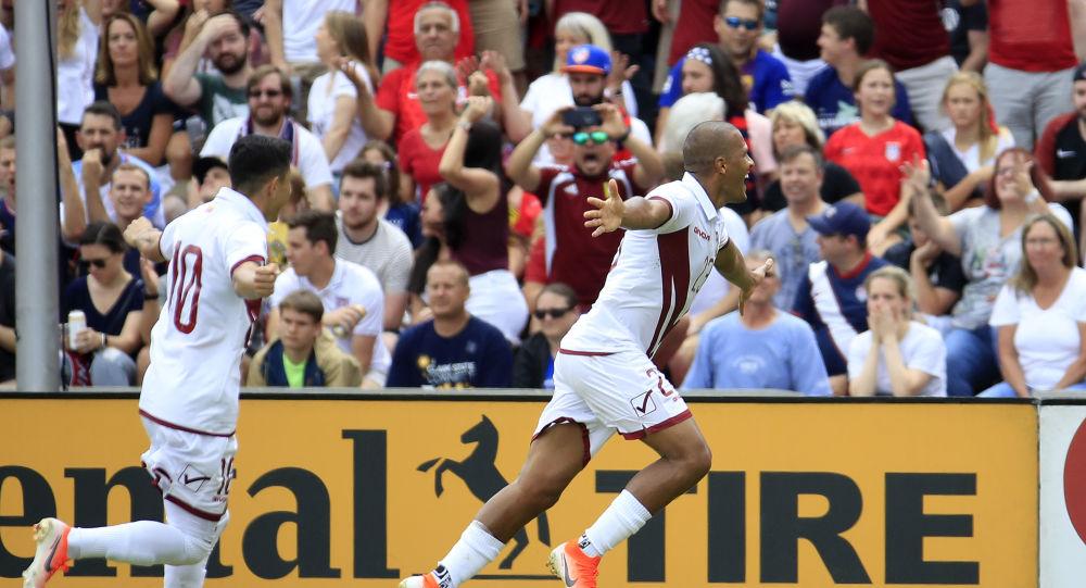 Salomón Rondón, futbolista venezolano, celebrando un gol