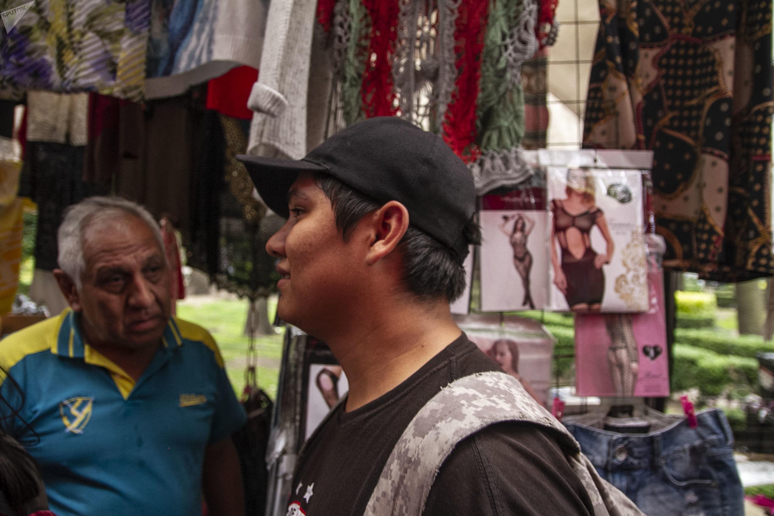 Ciudad de México: Mc Sicario, rapero mexicano durante sus horas de trabajo