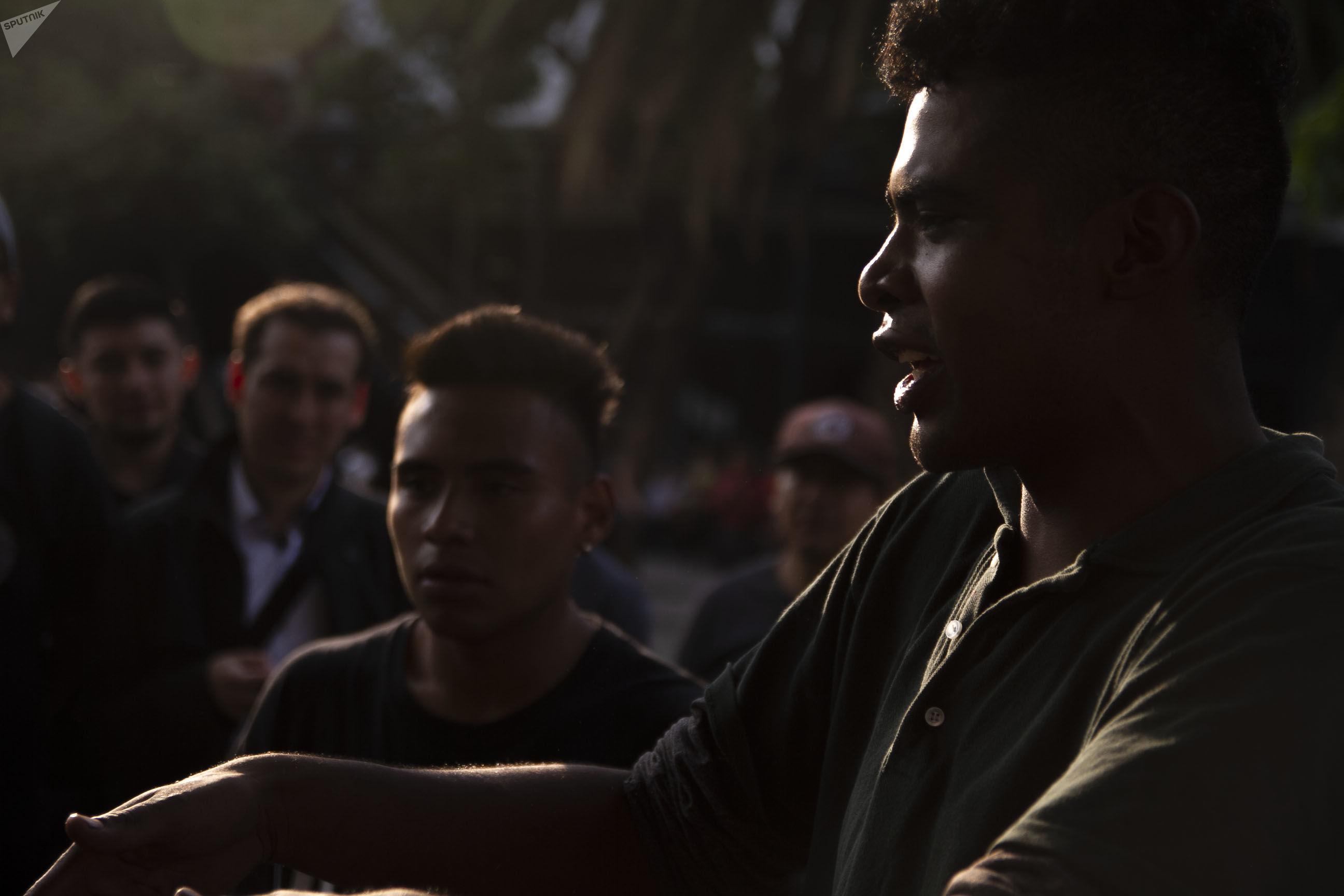 Ciudad de México: Humo durante la batalla de rap en la Glorieta de los Insurgentes
