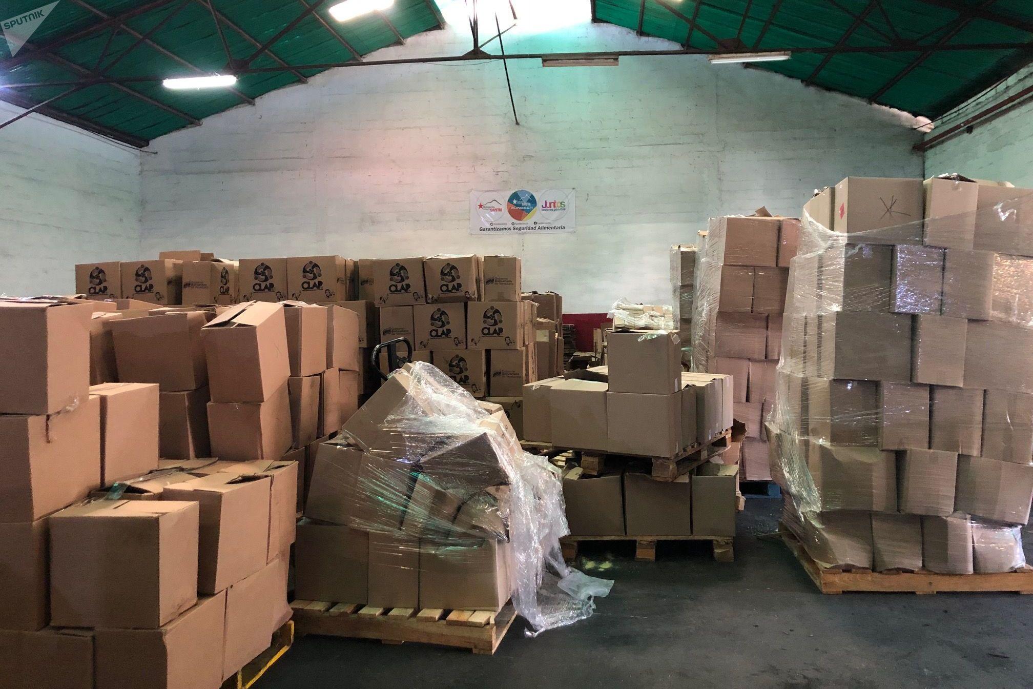 El contenido de las cajas CLAP costaría unos 20 dólares en el mercado, pero la subvención gubernamental las deja disponibles al pueblo por menos de un dólar
