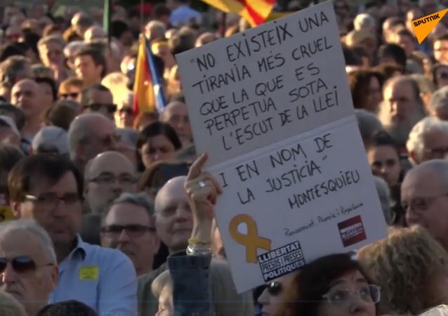 Cientos de personas se manifiestan en Barcelona por la absolución de los presos independentistas