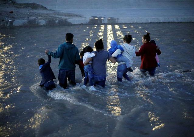 Migrantes ilegales en la frontera norte de México con EEUU