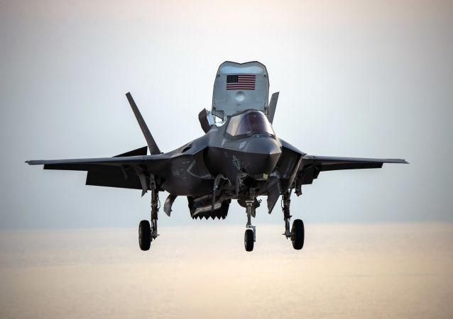 Un caza estadounidense F-35B