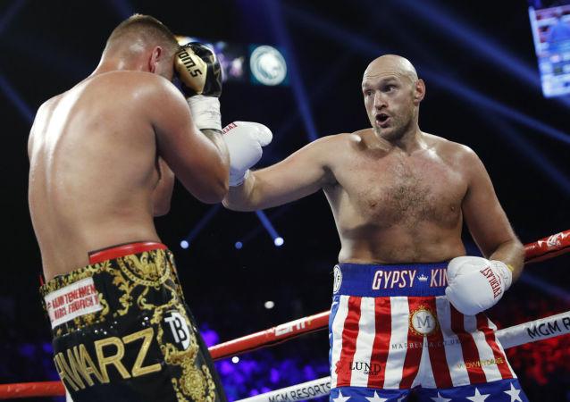 Tyson Fury le hace la cobra a su rival antes de noquearl