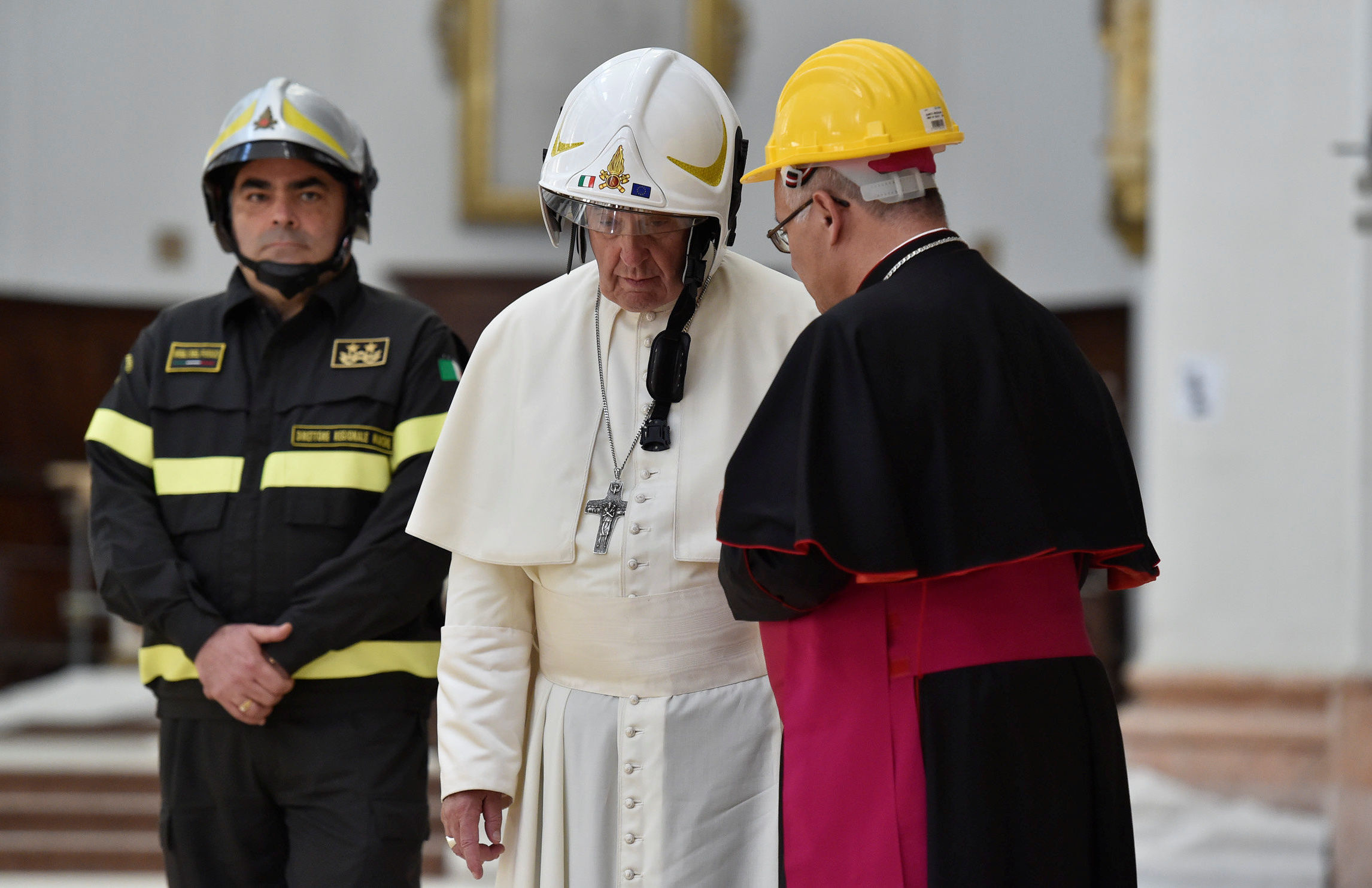 El papa Francisco en la catedral de Camerino