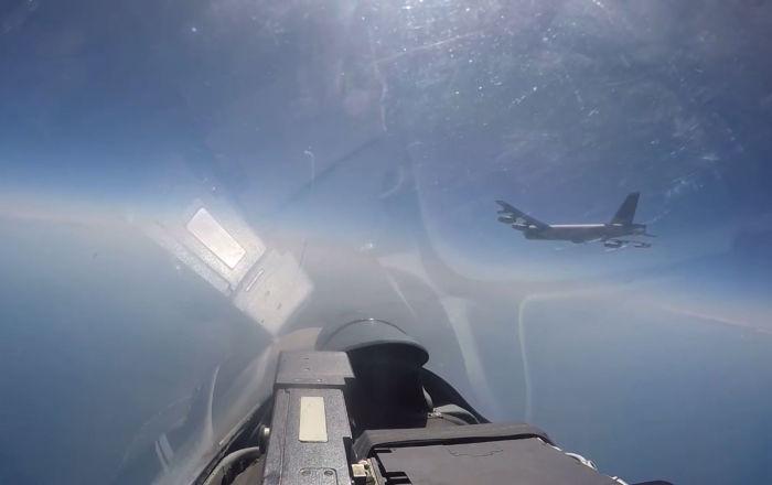 Publican el vídeo de cómo un Su-27 obliga a un B-52 de EEUU a marcharse de las fronteras rusas