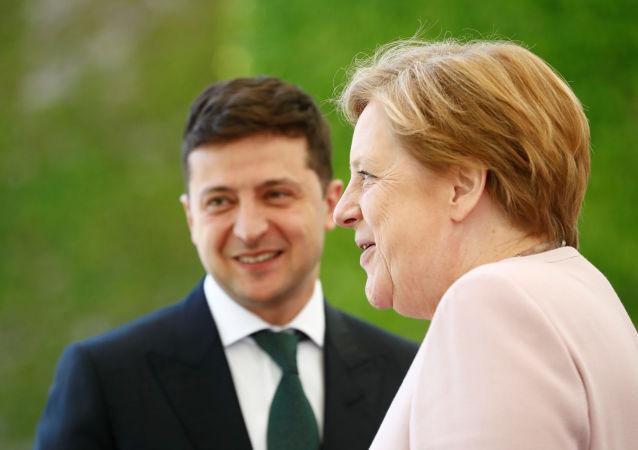 Angela Merkel, canciller de Alemania, y Volodímir Zelenski, presidente de Ucrania, durante su encuentro el 18 de junio de 2019