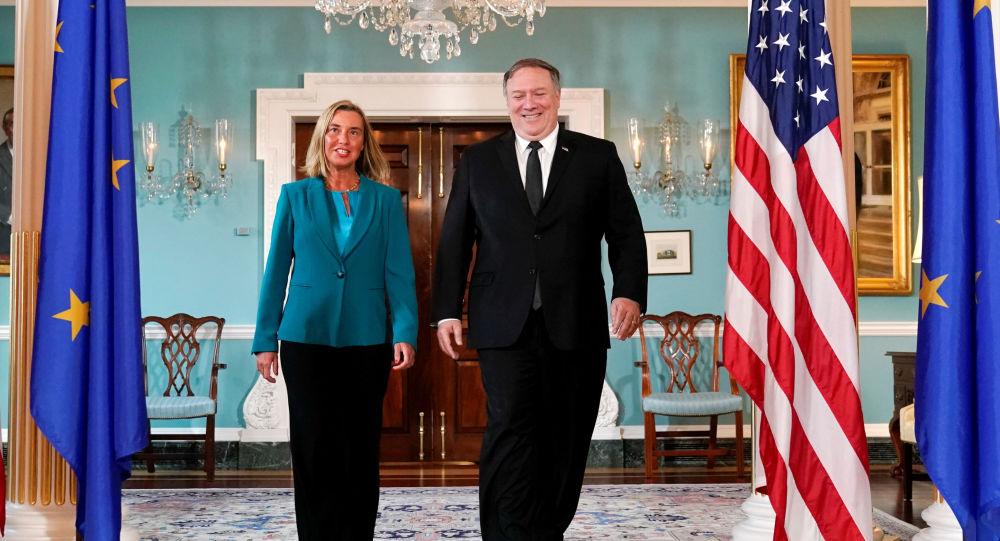 Federica Mogherini, jefa de política exterior de la UE, y Mike Pompeo, secretario de Estado de EEUU
