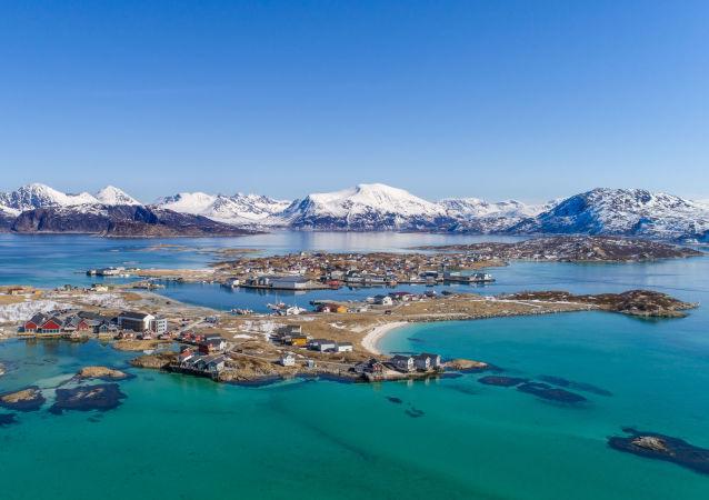 La isla de Sommaroy en Noruega