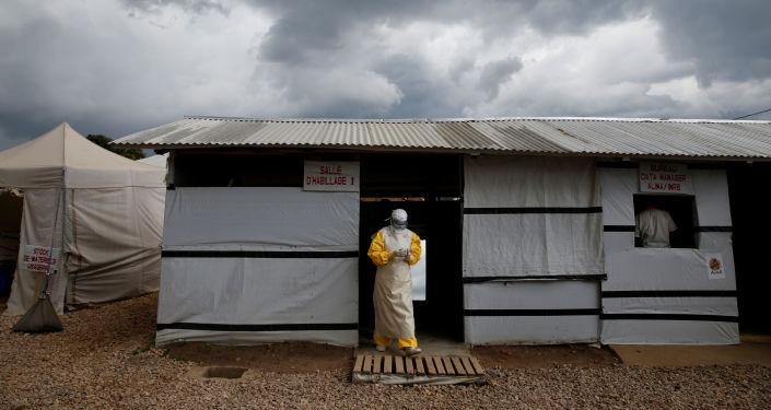 Médicos luchan contra ébola en Congo