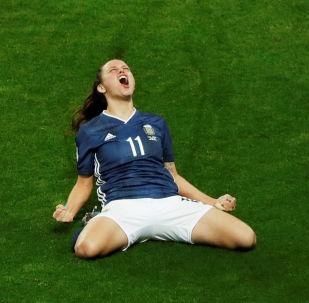 La futbolista argentina Florencia Bonsegundo celebra un gol en el partido frente a Escocia por la Copa del Mundo femenina