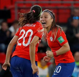 Yanara Aedo, de la selección de Chile, celebra el gol a Tailandia durante el Muncial femenino de fútbol en Francia, el 19 de junio de 2019