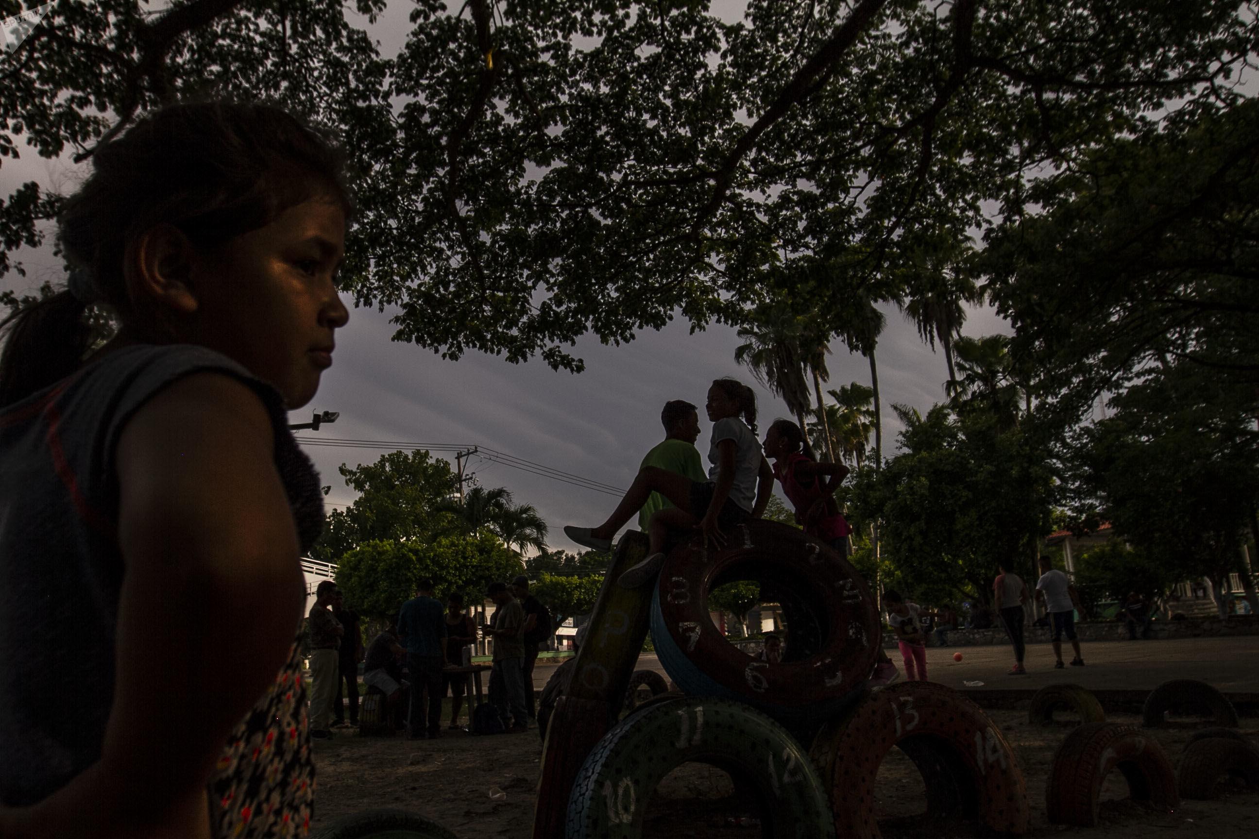 Con más de tres semanas en espera en la resolución de solicitud de refugio en México, migrantes centroamericanos permanecen en la calle durante el día internacional de las personas refugiadas