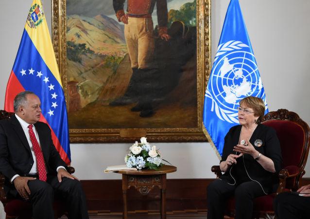 El presidente de la Asamblea Nacional Constituyente (ANC) de Venezuela, Diosdado Cabello y la alta comisionada de la ONU para los Derechos Humanos, Michelle Bachelet