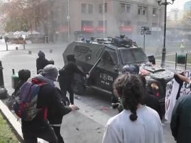 Estallan los enfrentamientos en medio de las protestas de maestros chilenos