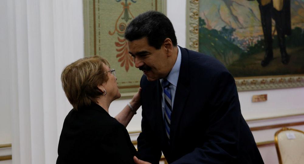 El presidente de Venezuela, Nicolás Maduro, junto a la Alta Comisionada de la ONU para los Derechos Humanos, Michelle Bachelet (archivo)