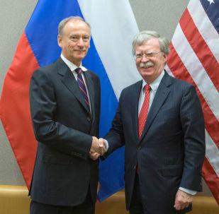 El secretario del Consejo de Seguridad de Rusia, Nikolái Pátrushev, y el asesor de Seguridad Nacional de la Casa Blanca, John Bolton (archivo)