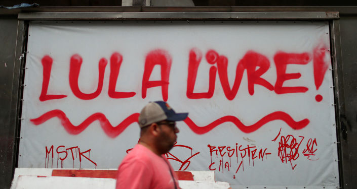 Un billboard en el que se lee Lula libre