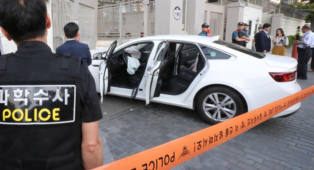 Un coche embiste entrada de la embajada de EEUU en Seúl