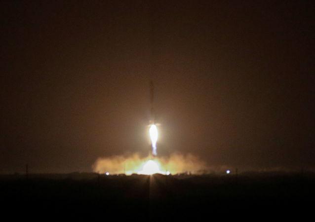 Dos aceleradores del SpaceX Falcon Heavy vuelven a la Tierra