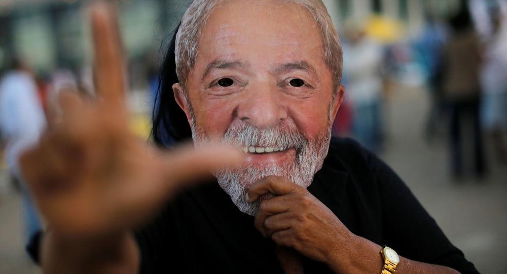 Manifestante a favor de la libertad del expresidente brasileño, Luiz Inácio Lula da Silva (archivo)