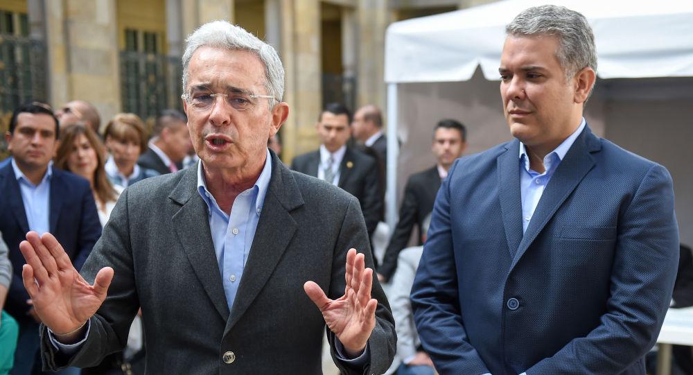 El expresidente de Colombia, Álvaro Uribe, junto al actual mandatario, Iván Duque