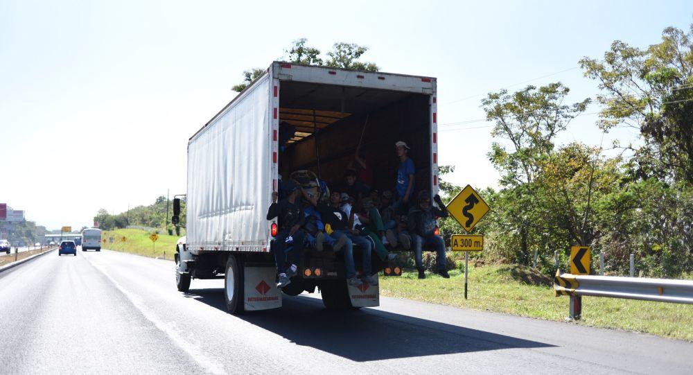 Migrantes en un camión en México (imagen referencial)