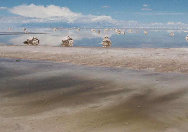 El salar de Uyuni en Bolivia, gran reserva de litio