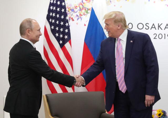 El presidente de Rusia, Vladímir Putin junto al presidente de EEUU, Donald Trump
