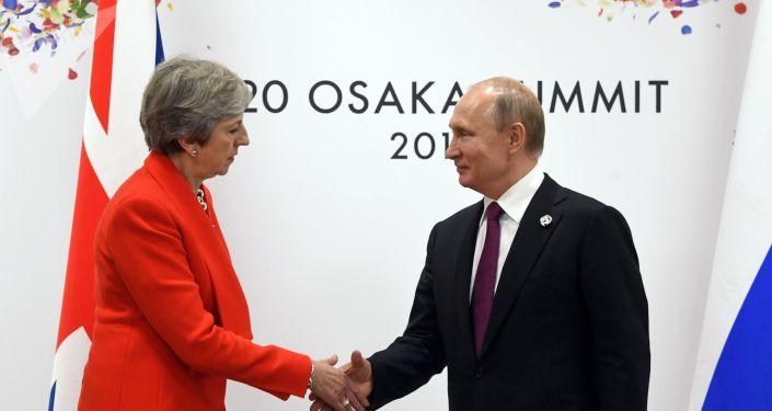 La primera ministra interina del Reino Unido, Theresa May, y el presidente de la Federación de Rusia, Vladímir Putin