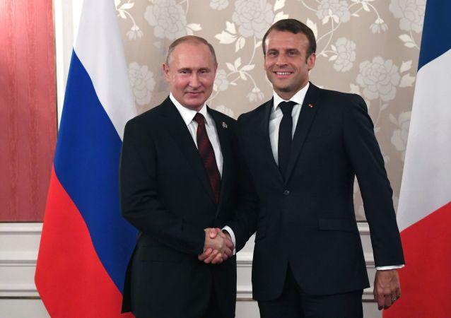 El presidente de Rusia, Vladímir Putin, y el presidente de Francia, Emmanuel Macron