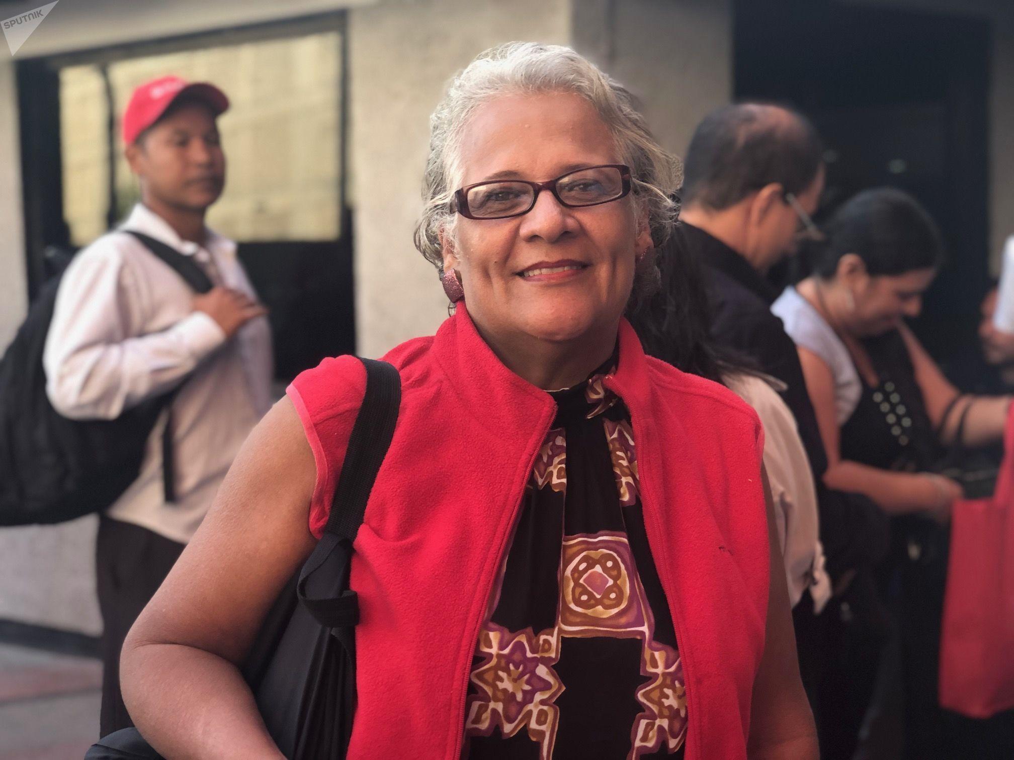 Elvia Mota tiene 57 años y es costurera: se declara fanática de Diosdado Cabello