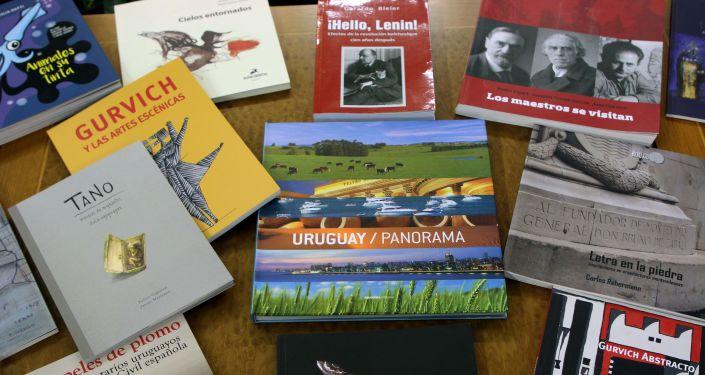 Algunos de los libros entregados a la Biblioteca Estatal de Rusia