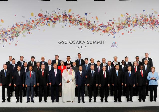 La foto oficial de los jefes de Estado en la cumbre G20 Osaka, Japón